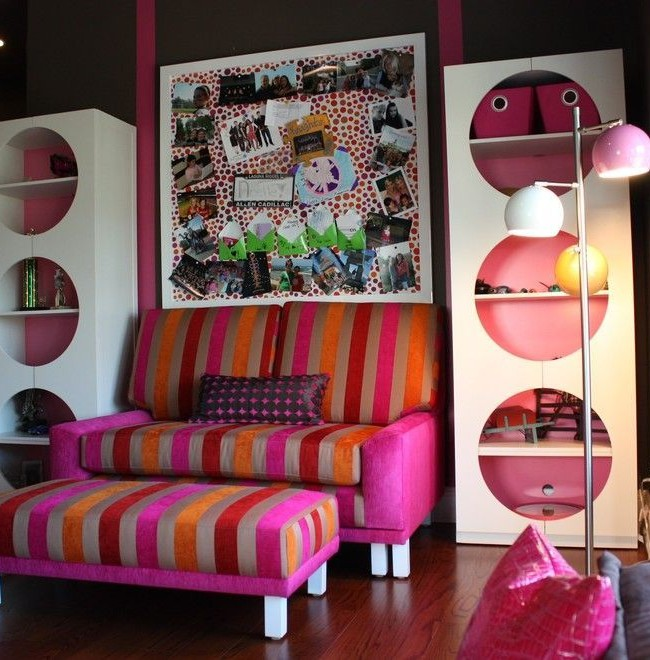 Детский розовый с полосами диван