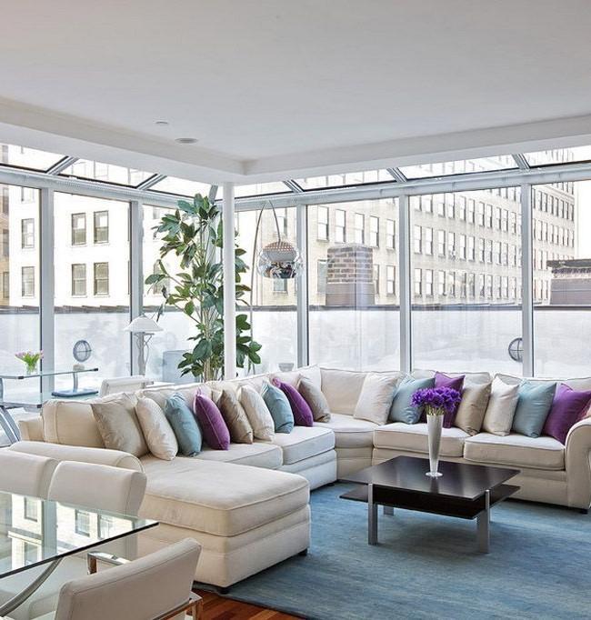 Белый угловой диван в гостиной