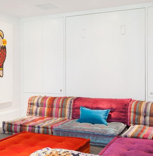 """Матрацный диван с обивкой в стиле """"пэчворк"""""""
