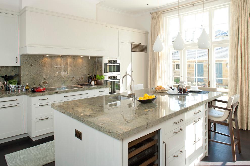 Имея превосходный вид, рабочая поверхность из шлифованного гранита станет респектабельным украшением любой кухни