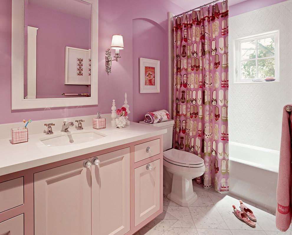 У девчонок всегда много вещей, поэтому в их ванной комнате должна быть вместительная тумба