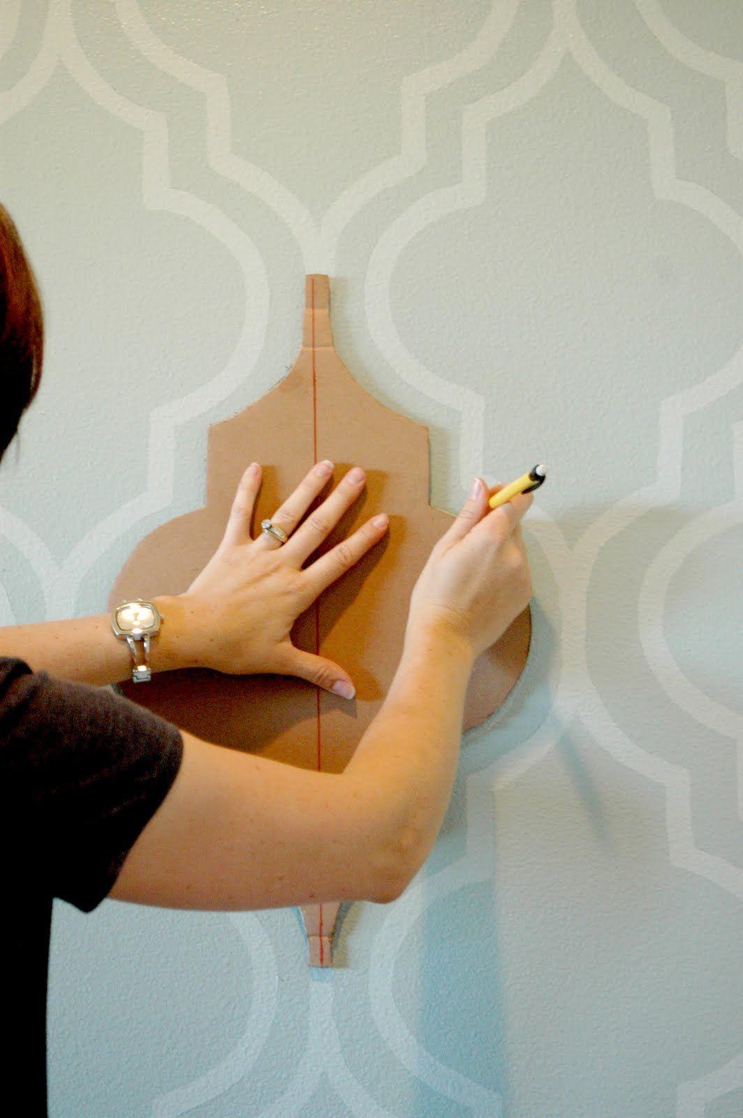 Трафарет можно изготовить самостоятельно из плотной бумаги