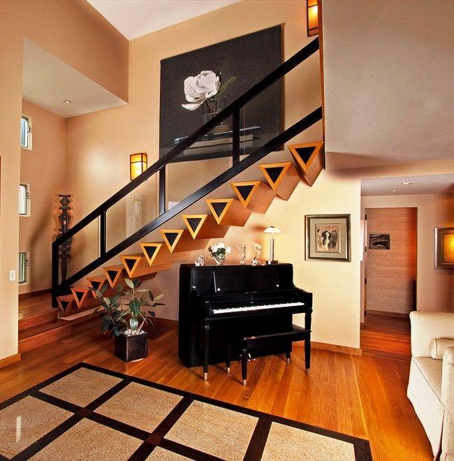 Модерная лестница – это прочный экологичный предмет интерьера, который, в плюс ко всему, будет эффектно выделяться на фоне молочной стены