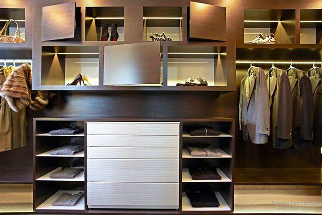 «Театр начинается с вешалки», поэтому оформление гардеробной играет немаловажную роль. Выполнив интерьер гардеробной комнаты в цвете венге, хозяин обеспечивает почтение и уважение к собственной персоне