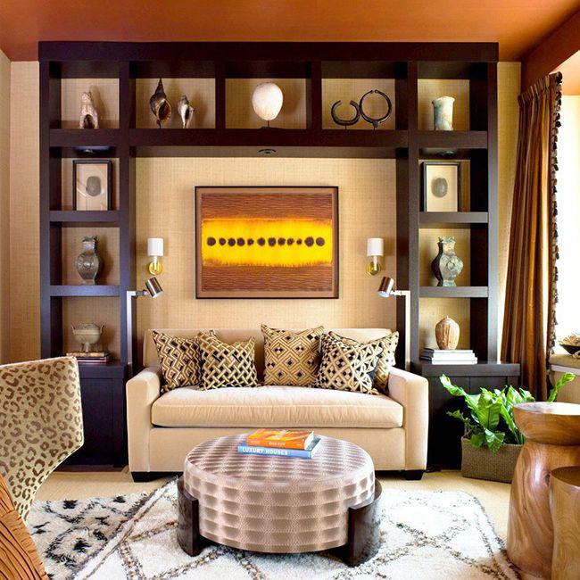 Чтобы комната «не скучала», тёмный можно разбавить яркими красками: например, такой жёлтой картиной и сочно-зелёными растениями
