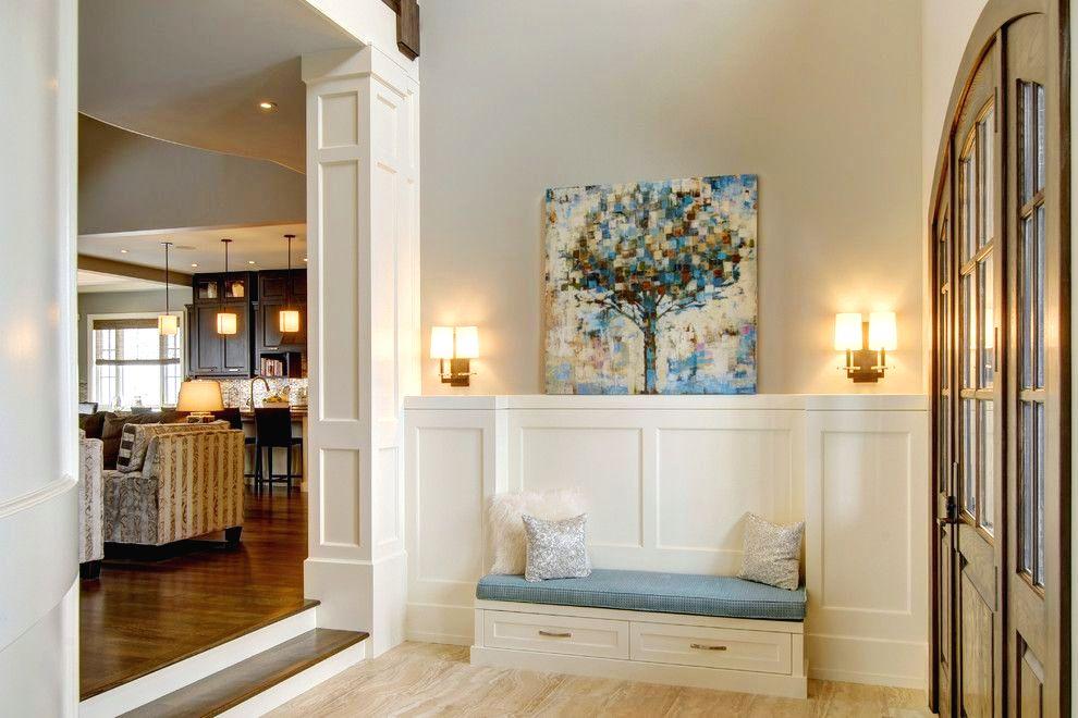 Тумба с сиденьем станет отличным дополнениям к интерьеру – ведь прихожая, это первое, что видят гости
