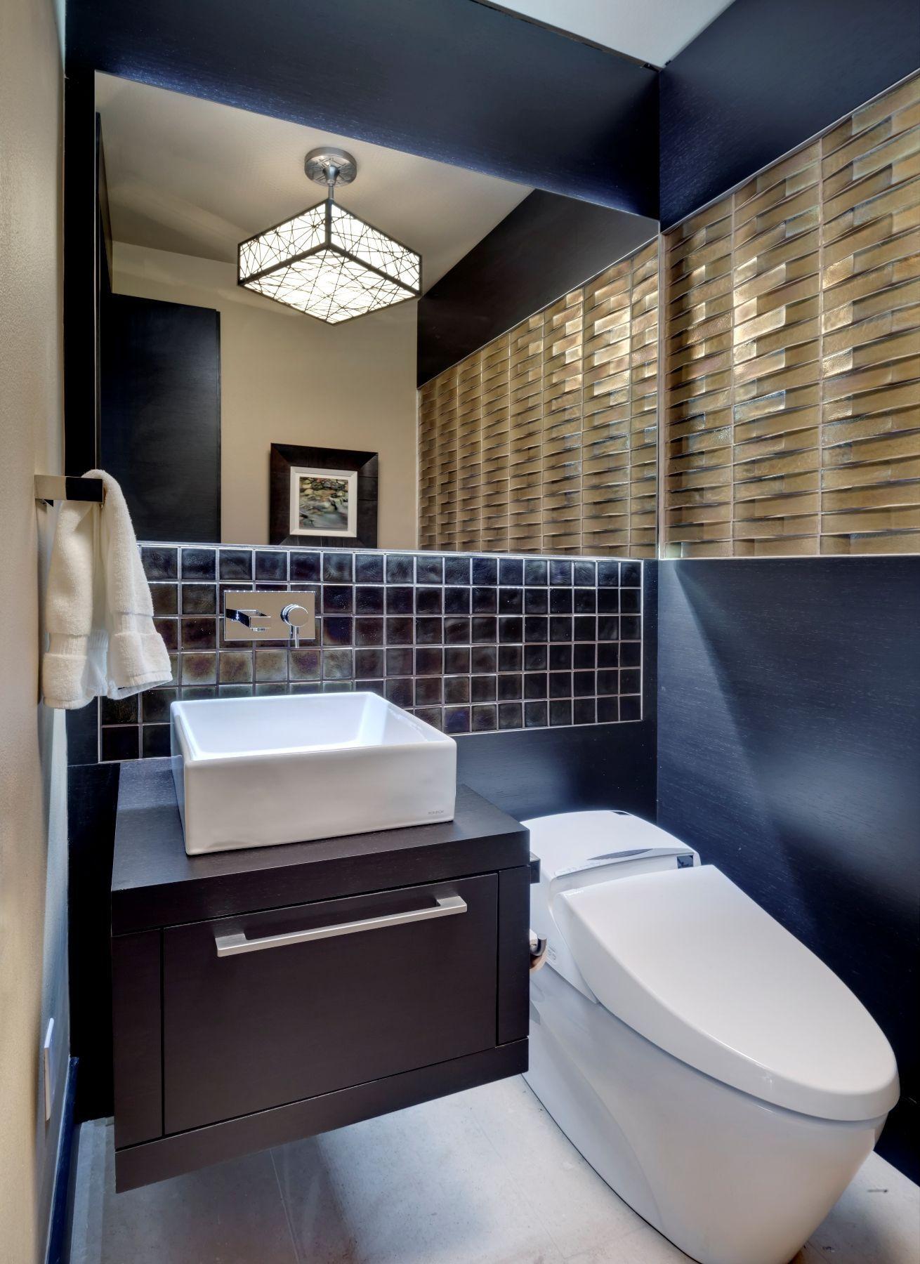 Использование универсального унитаза-биде экономит место в ванной