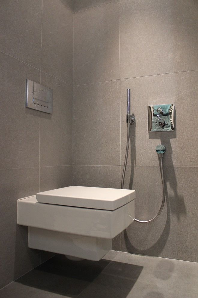 Настенный унитаз-биде в туалете