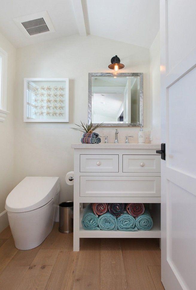 Компактный унитаз-биде в маленькой ванной