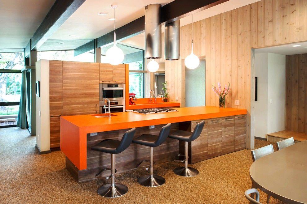 Удивительное сочетание встроенной кухни и барной стойки: удобно, практично, необычно!