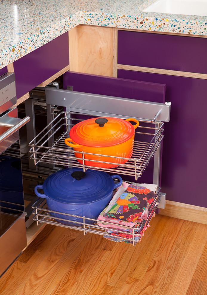 Системы хранения с выдвижными ящиками очень практичны, особенно в маленьких кухнях