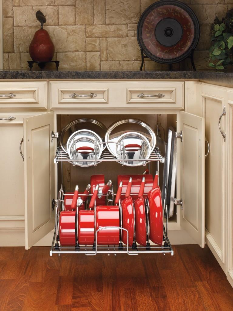 Такая сетка позволит выделить каждому элементу посуды отдельное место, пользоваться посудой станет белее комфортно