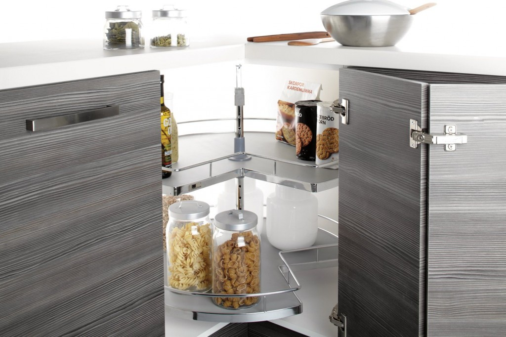 Необходимый элемент для угловой кухни, позволяющий экономить пространство и быстро находить необходимые вещи