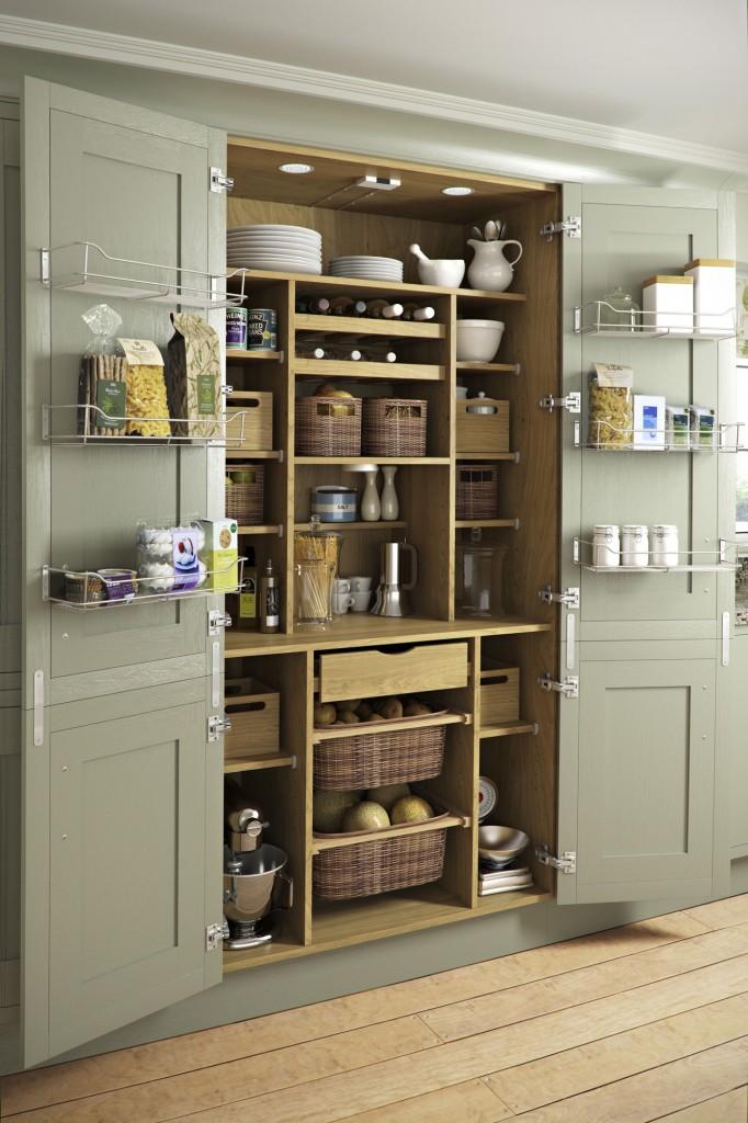 Все что нужно на кухне разместите в шкафу со всевосможными полочками, ящичками, сетками. И главное никакого бардака, нужно просто закрыть двери шкафа.