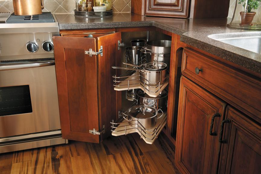 Чтобы уменьшить шум от соприкосновения посуды с сеткой, дно ячеей можно сделать с пластика или дерева