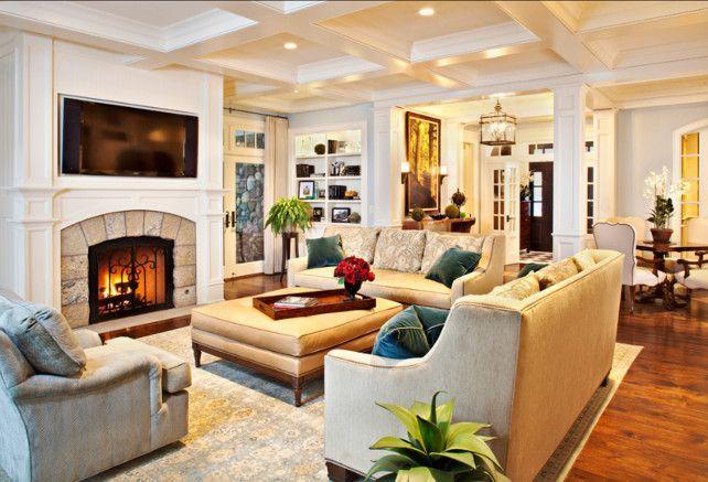 Мягкая мебель расположена в центре комнаты