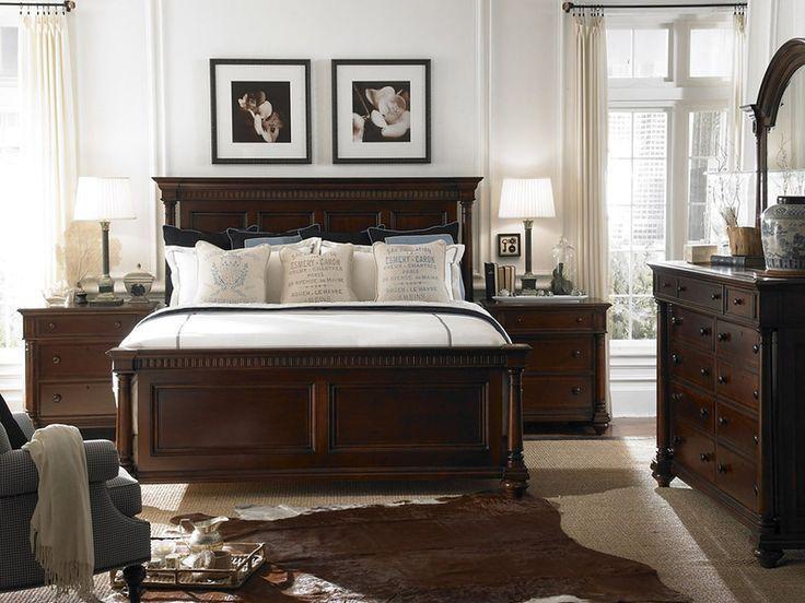 Интерьер спальни с темной классической мебелью фото