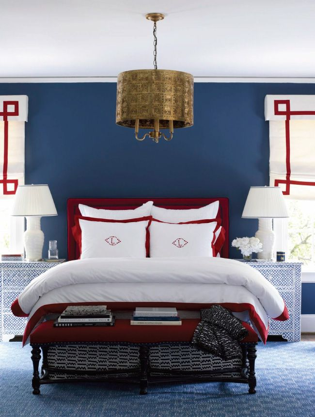 Большая и свободная спальня с римскими шторами