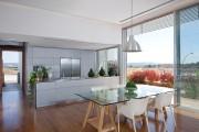 Фото 19 Стеклянные столы для кухни (59 фото): изящная хрупкость с сильным характером