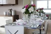 Фото 24 Стеклянные столы для кухни (59 фото): изящная хрупкость с сильным характером