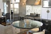 Фото 5 Стеклянные столы для кухни (59 фото): изящная хрупкость с сильным характером