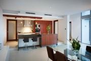 Фото 8 Стеклянные столы для кухни (59 фото): изящная хрупкость с сильным характером