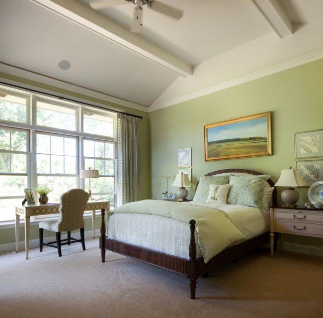 Спальня в стиле прованс, оформленная натуральными материалами мягких пастельных оттенков