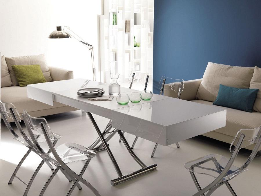 Полноценно разложенный стол-трансформер прекрасно справится с ролью гостевого обеденного стола