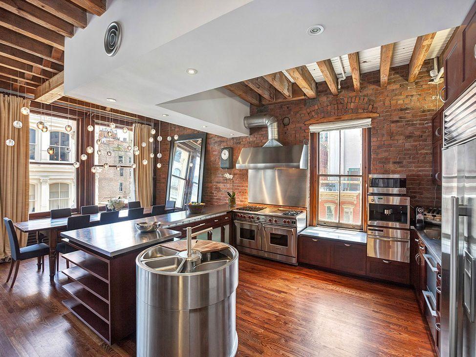 Современная кухня в лофт интерьере
