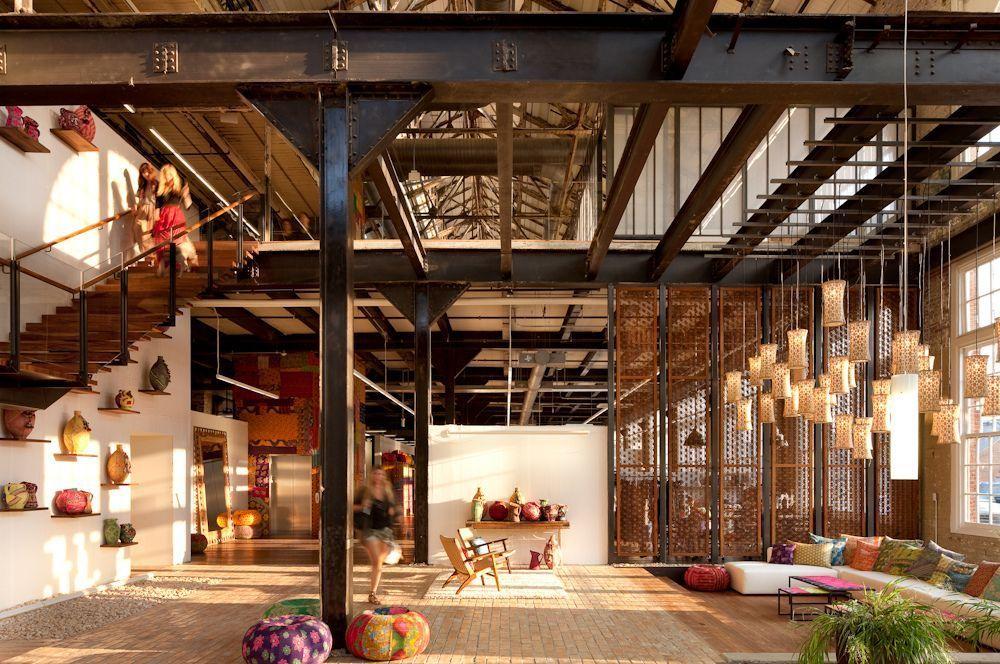 Лофт оформился, как стиль с такими атрибутами, как большое количество пространства, света и элементов индустриального прошлого помещения