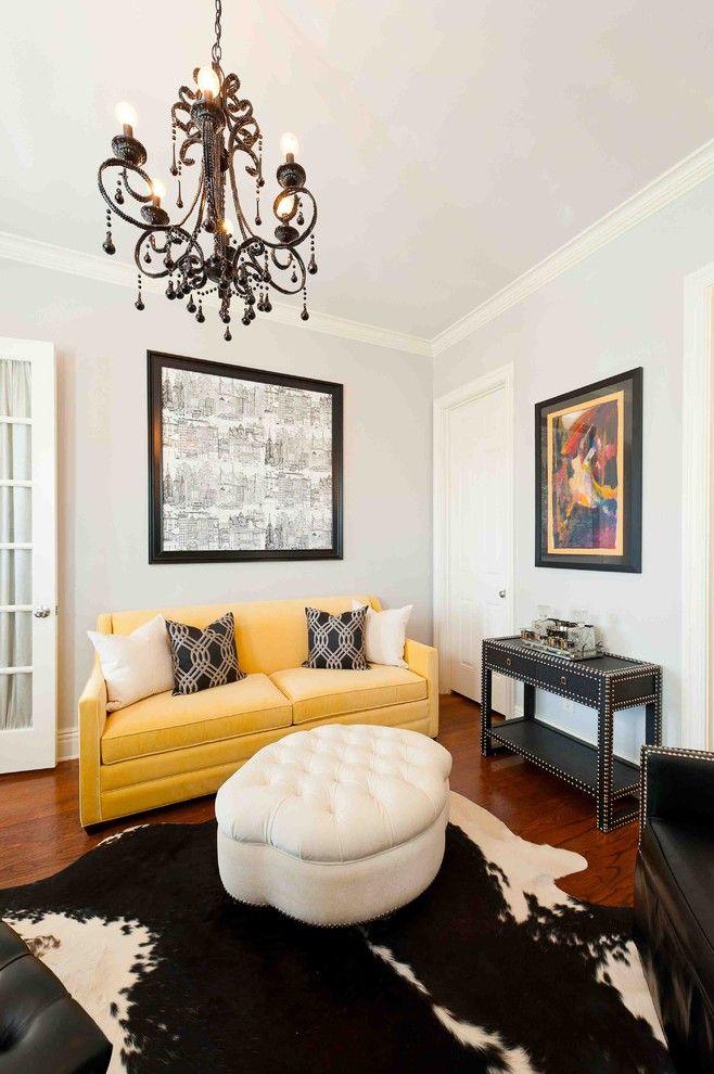 Небольшой желтый диван с механизмом американская раскладушка