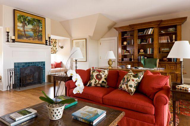 Красный диван с механизмом американская раскладушка в гостиной