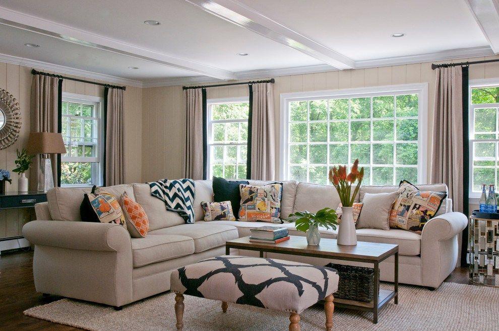 Угловой светло-бежевый диван с механизмом американская раскладушка в гостиной