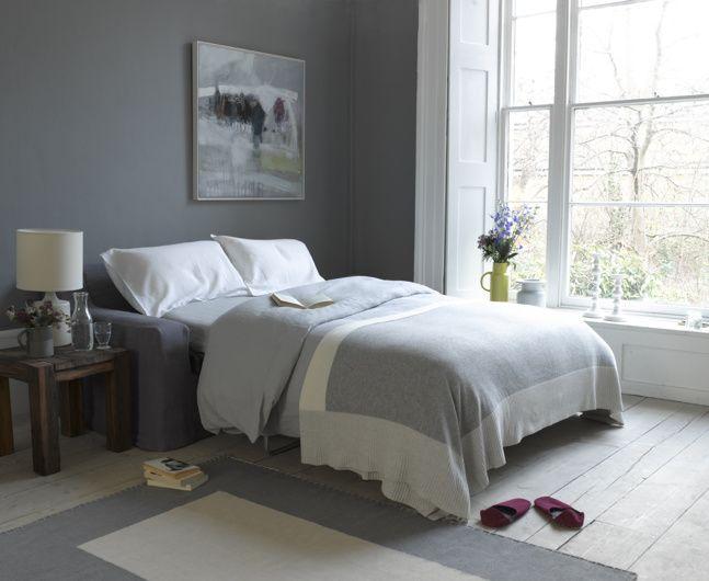 Пример разложенного в спальне дивана с механизмом американская раскладушка