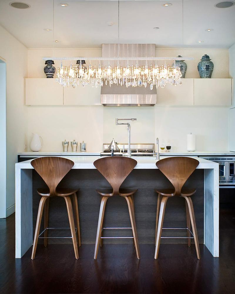 Деревянные барные стулья с металлической подпоркой