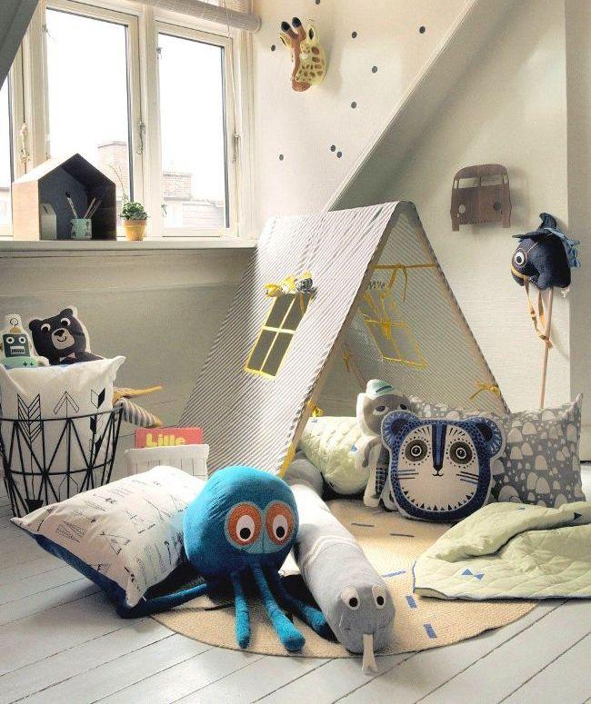 Для самых маленьких игровую комнату можно оформить в теплых, мягких тонах