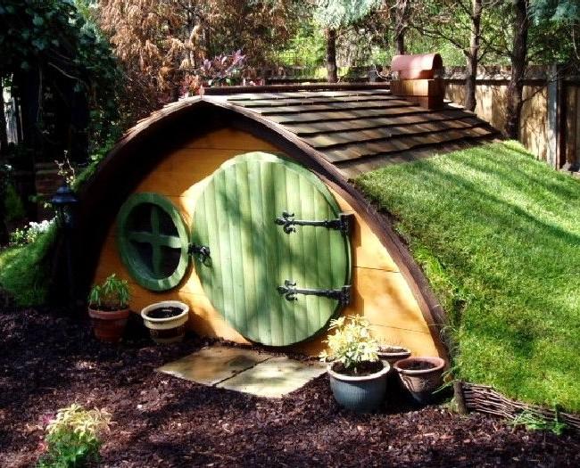 Игровой домик, стилизованный под произведения Дж. Р. Р. Толкина