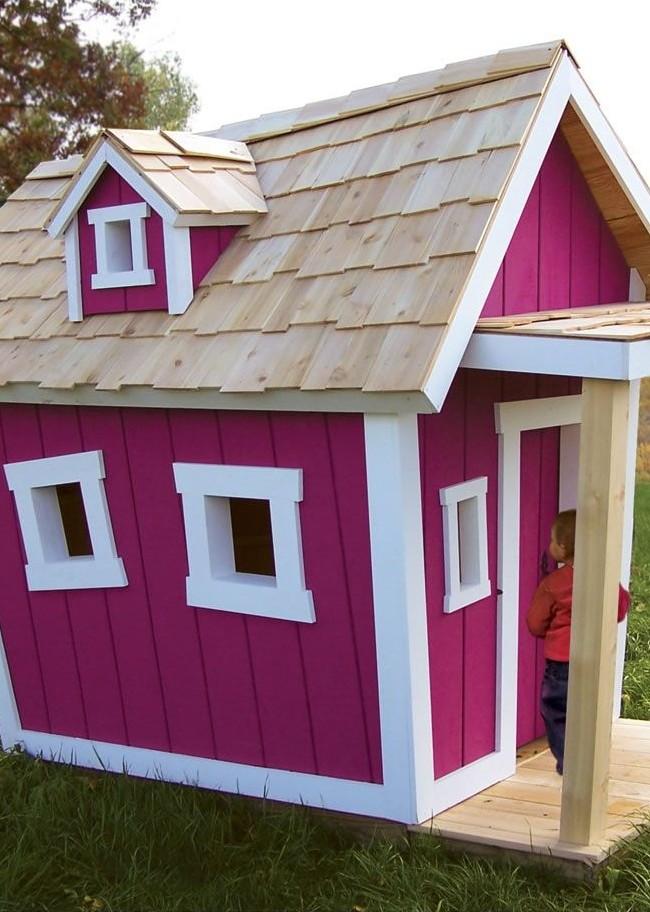 Розовый домик с черепицей