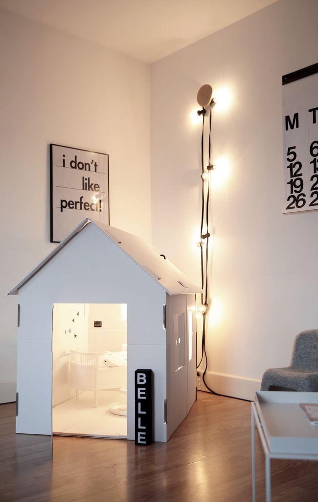 Маленький и уютный белый домик