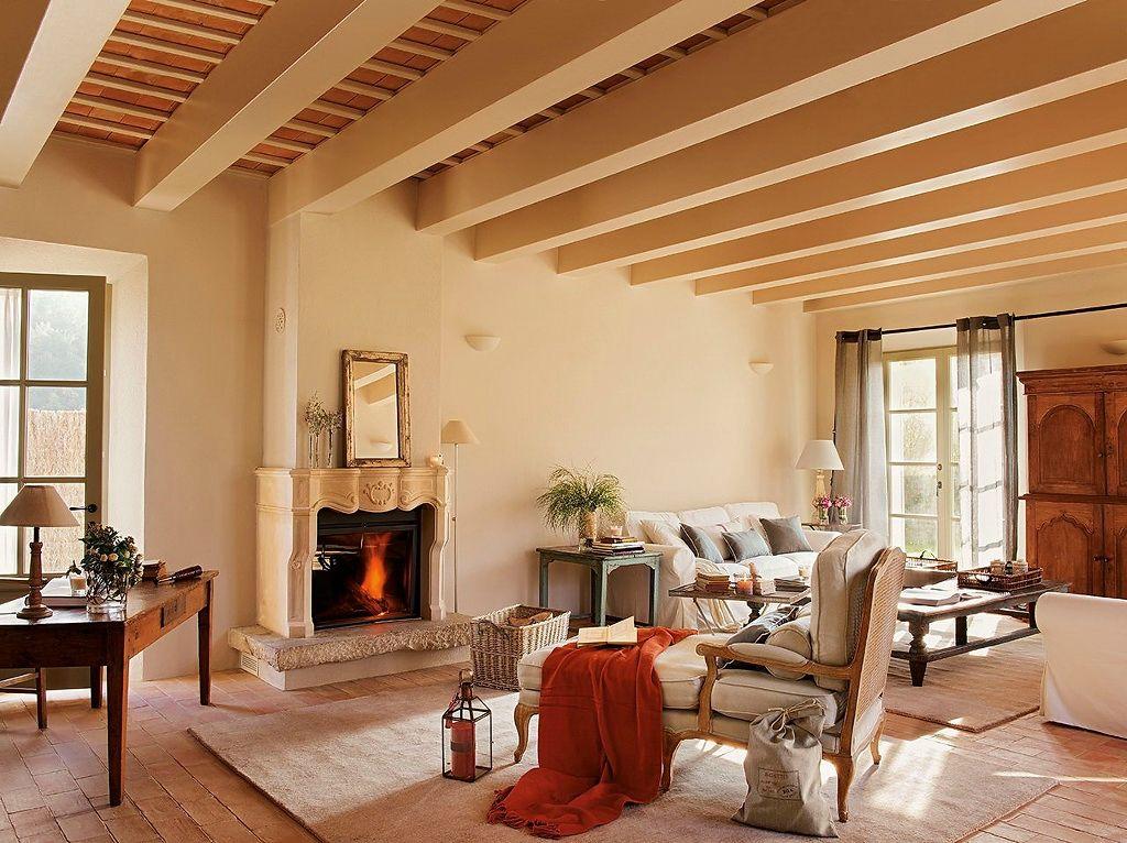Гостиная комната коттеджа, оформленная в стиле прованс