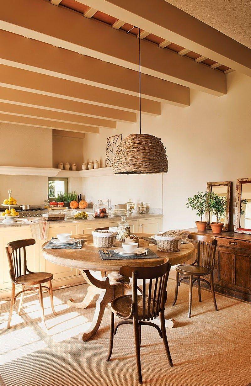 Большие балки на кухне в стиле прованс