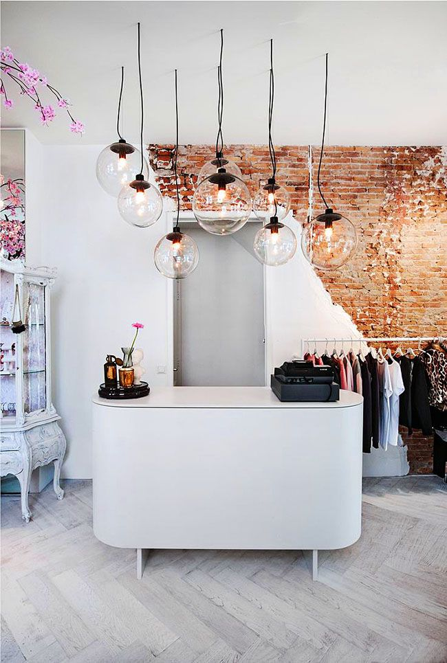 Красивая кассовая стойка является ключевым атрибутом любого магазина