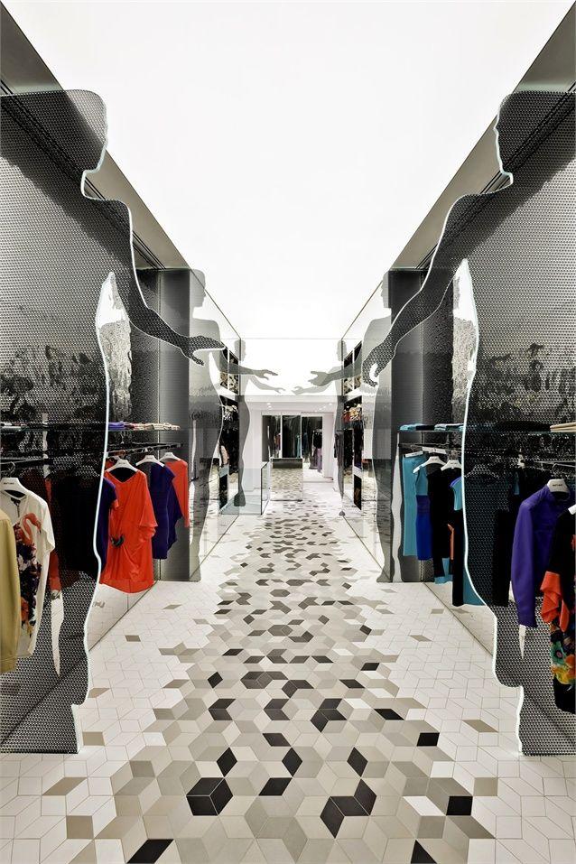 Интерьер магазина одежды создает приятную и дружескую атмосферу