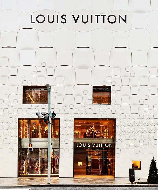 Правильно оформленный вход должен постоянно привлекать внимание и напоминать о существовании магазина