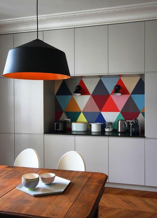 Красиво и компактно в углубление вписывается кухонная стенка