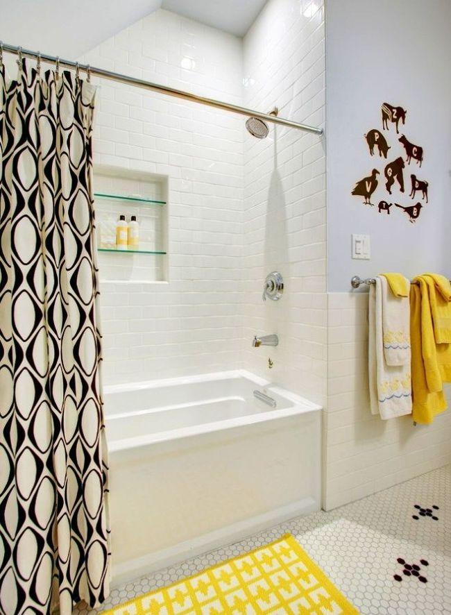 Углубление в стенах санузла целесообразно оборудовать под душевую зону с ванной