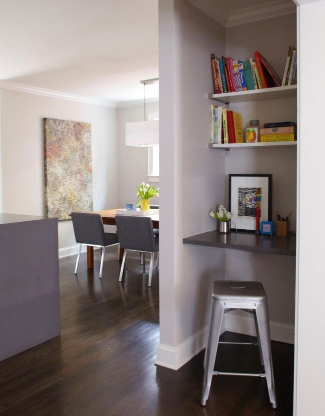 Ниша и остальное пространство комнаты оформлены в едином стиле