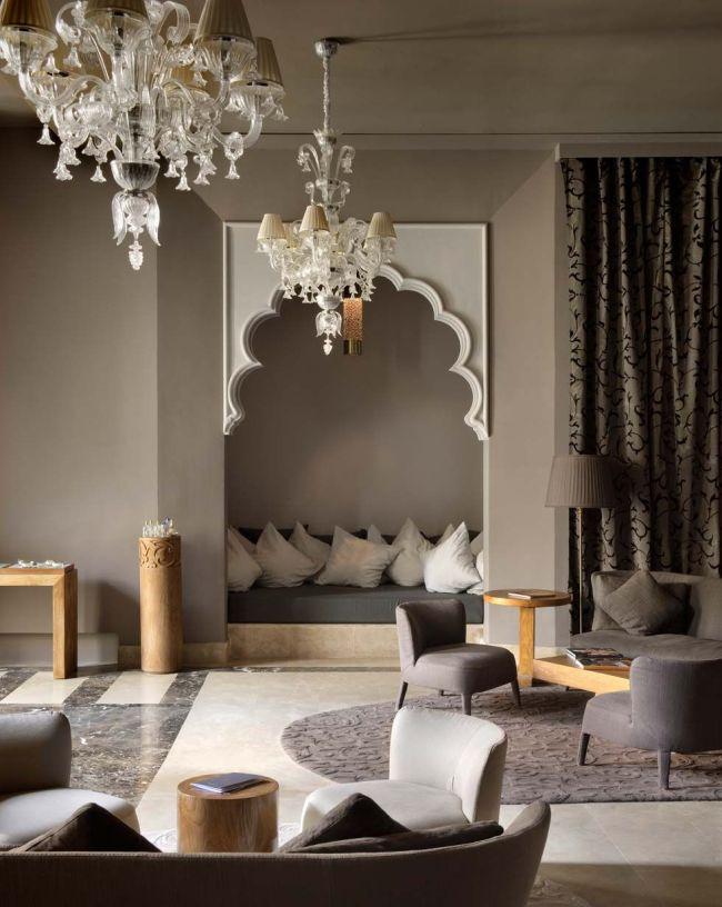 Комната и ниша выполнены в колоритном восточном стиле