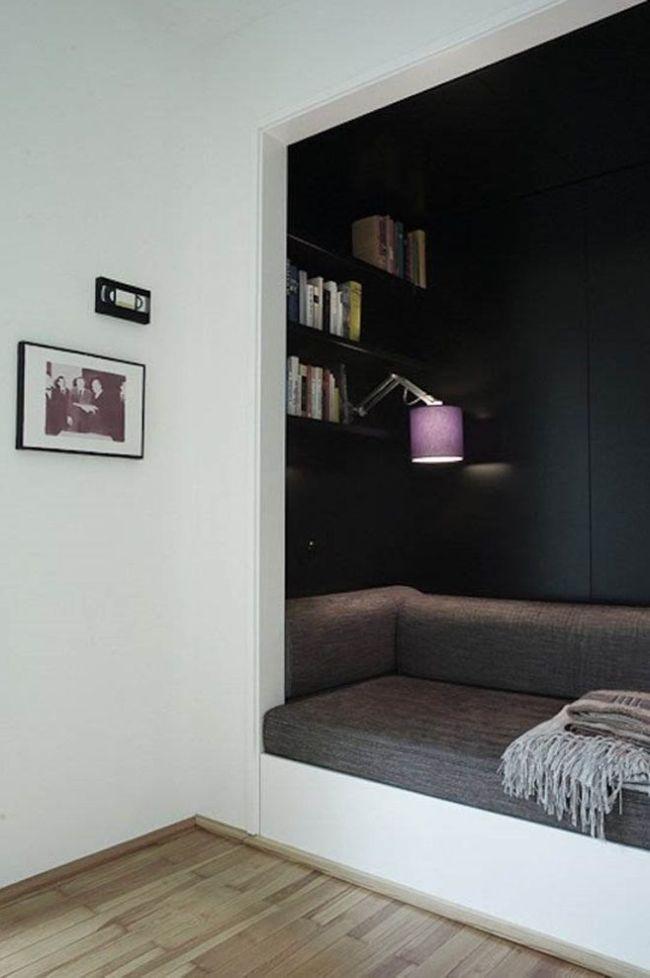 Небольшой уютный диванчик в стене