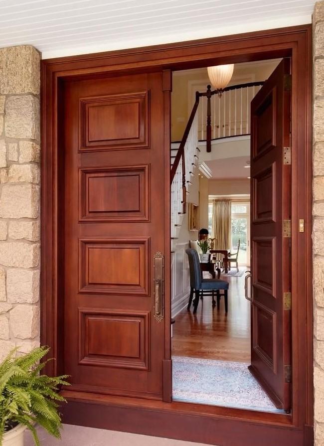 Двойная наружная дверь с симметричным прямоугольным узором